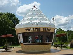 Twistee Treat (ClutchMahPearls) Tags: florida kissimmee twisteetreat