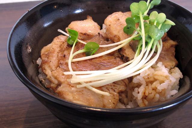 110503_121849_太田_ざくろ_特性煮干ラーメンとニミ炙りチャーシュー丼