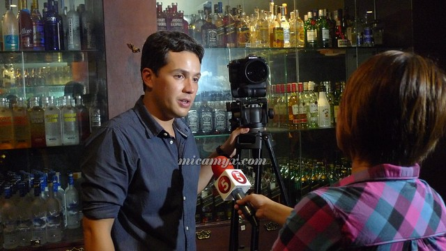 Direk Paul Soriano with his 'other' girlfriend (the Sony Cam)