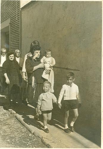 Josefina con algunos de sus hijos en la procesion de San Miguel