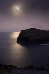 White nights (Ahio) Tags: longexposure sea moon seascape reflection night nocturnal luna llanes smcpfa31mmf18 thepowerofnow pentaxk5