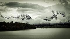 Grand Teton (Giovanbattista Brancato) Tags: usa mountain lake nature clouds america landscapes nuvole natura wyoming paesaggi grandtetonnationalpark flickrtravelaward