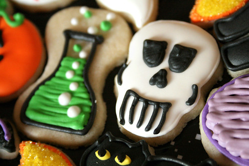 Mini Potion & Mini Skull Cookies.