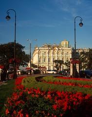 Hermitage (polyglot) Tags: travel flowers holiday 120 stpetersburg honeymoon russia velvia hermitage rvp100f cpl filmscan rz67 100f jobo fujie6