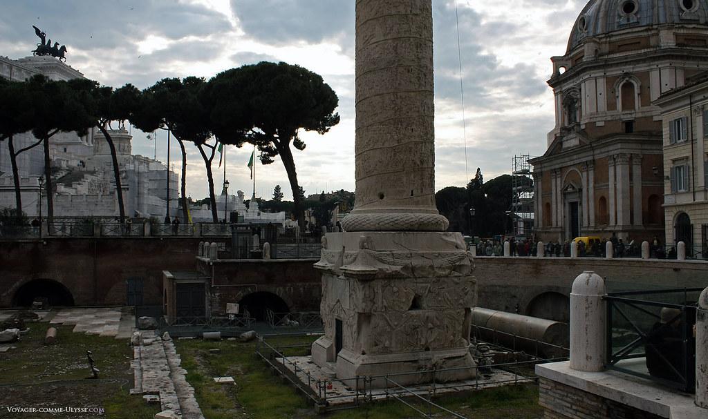 A coluna de Trajano é uma maravilha em pedra que chegou até nós quase incólume. Podemos ver nela, narrada em baixo relevo, a história da guerra de Dácia.