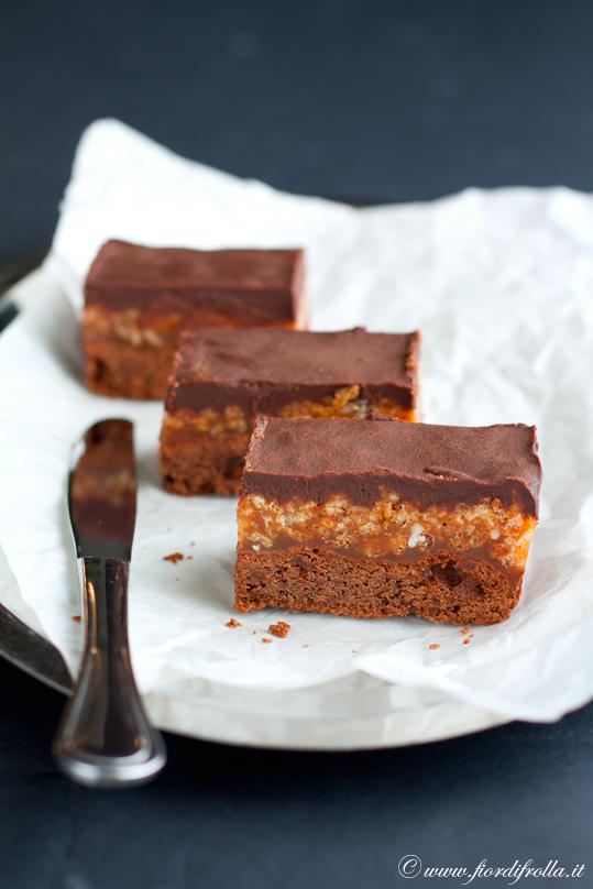 Brownies al caramello e riso soffiato