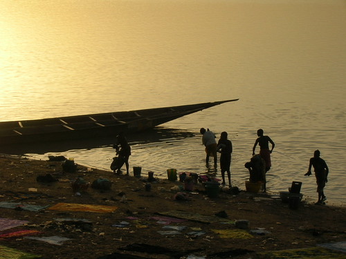Fisherfolk in Mopti, Mali, Africa. Photo by Hong Meen Chee, 2008