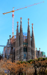 Sagrada Familia (beckstei) Tags: palaugell sagradafamilia barcelona gaudi architecture whimsey architect building city abstract roof palace house mansion private cathedral spires church crane construction trees spain utata