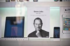 jobs & candle (c4lin) Tags: madrid españa apple death spain jobs rip steve muerte stevejobs 2011 italiaitalyspainmadrid2011