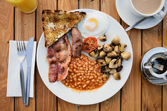 jazz cafe full english (bath) (lomokev) Tags: food breakfast canon tomato eos bacon beans bath tea folk toast egg knife sausage plate 5d orangejuice fryup jazzcafe fullenglish canoneos5d uploadedtoflickr fryedegg file:name=120328eos5d7944