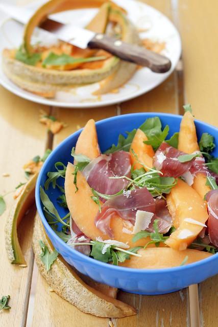 Insalata di prosciutto, melone e rucola