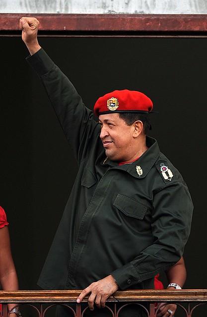 Presidente Chávez Frías en el balcón del pueblo de Miraflores