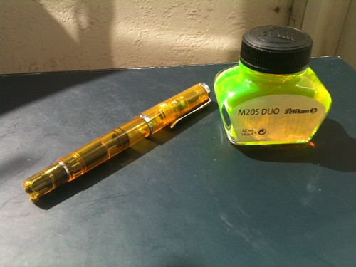 Pelikan M205 highlighter fountain pen with ink
