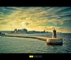 Malta - La Valletta (Sandro Vinci) Tags: sea sky cinema clouds faro lights landscapes photo nikon mediterraneo nuvole mare foto natura nave porto cielo sharpen vacanza sandro composizione lavalletta contrasto meraviglia the4elements d700 sandrovinci
