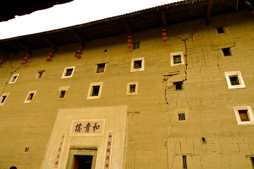 .....土樓對外為了安全沒有大窗戶.....