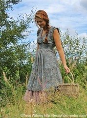 IMG_3690 (Tessaan) Tags: light red summer woman travelling girl fashion sweden models sverige mode modell 2010 sommar röd tjej solsken resande kvinna