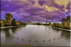 Autumn in Hyde Park (Muzammil (Moz)) Tags: uk autumn lake london fall hydepark moz muzammilhussain