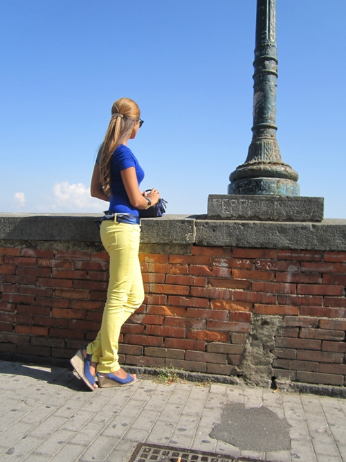 blue top with yellow skinny jeans ans wedge shoes