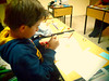 Miguel (lua_soleil) Tags: school boy table handmade cut drawing taller cutting draw dibujo niño artesanía manualidades pupitre recortar dibujando hechopormi recortando
