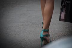 2261tw (Chico Ser Tao) Tags: street woman sexy walking highheels legs mulher pernas rua caminhada voyer saltoalto voyerismo