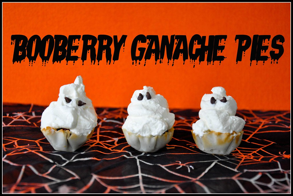 Halloween dessert mini pies ghosts