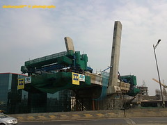 mumbai metro crossing andheri highway (akshaypatil™ ® photography) Tags: india station work project highway metro progress western maharashtra express mumbai andheri weh versova cablestayedbridge ghatkopar mmrda mumbaimetro mumbaimetrostation
