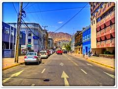 Antofagasta calle Sucre hacia el cerro (Victorddt) Tags: chile autos sonycybershot antofagasta callesucre dscs2000