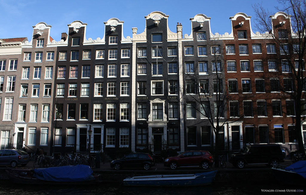 Sur ces façades, chacun des pays des Pays-Bas est inscrit.