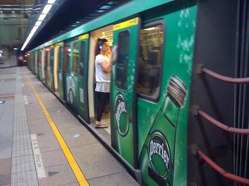 MRT。板南線,perrier沛綠雅捷運彩繪列車