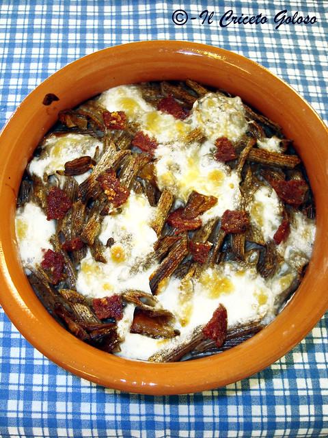 Penne di grano saraceno al forno con salame di bufalo