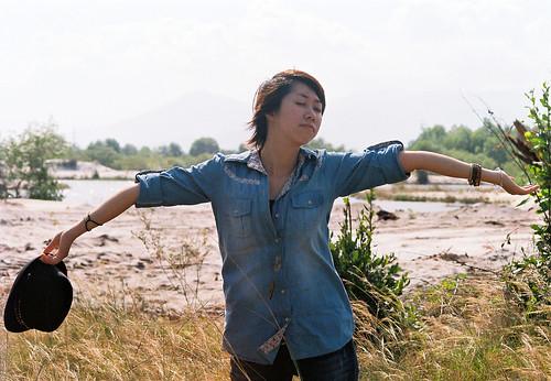 無料写真素材, 人物, 女性  アジア, 深呼吸, ベトナム人, ジーンズ