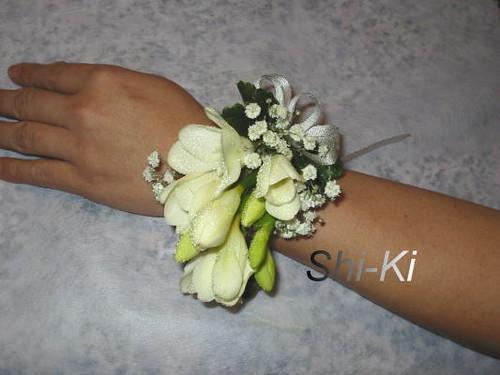 esempio di bracciale bouquet molto retrò