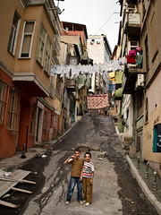 Friendship, Tarlaba - Istanbul (adde adesokan) Tags: street kids turkey europe linen olympus istanbul trkei permission m43 mft tarlabasi mirrorless microfourthirds mirrorlesscamera