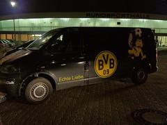 Borussia Dortmund (BVB)-Bus vor der Rundsporthalle und dem Ruhrstadion in Bochum