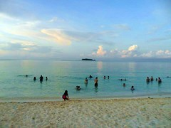 "Bañistas en playas de San Andrés • <a style=""font-size:0.8em;"" href=""http://www.flickr.com/photos/78328875@N05/6878002954/"" target=""_blank"">View on Flickr</a>"