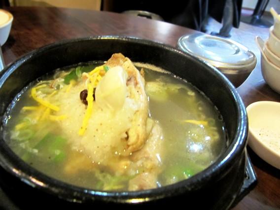ハーフ参鶏湯(ハーフサムゲタン ハンゲタン) 韓国伝統家庭料理 本家(ボンガ)
