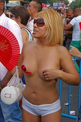 Quien no se acuerda de Angie Dickinson ?- SUPER SERIE (Cazador de imgenes) Tags: madrid street gay espaa woman color colour girl female nude donna rainbow mujer spain breasts flickr tit tits fiesta chica candid streetphotography glbt pride 11 parade prideparade lgbt topless streetphoto gaypride espagne spanien spagna bobs spanje ragazza gayprideparade niples paradagay spania chueca pecho pezones pezon orgullogay  orgullo spange braless 2011 lgtb niple orgullomadrid rainbowparty madridpride madridgay pridemadrid rainbowpartie pride2011 orgullo2011 orgullo11 planetpride madridpride2011