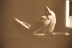 (Alex Iordache) Tags: film window lines corp moldova lumina fed5b nud coaste linii chiinu curbe fereastr sni mameloane pelicul