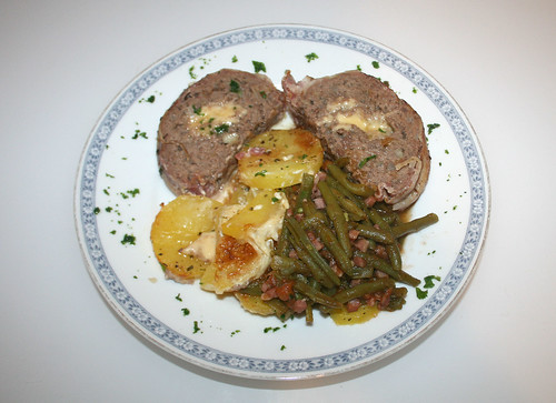39 - Gefüllter Hackbraten mit Speckbohnen / Stuffed ground meat roast with bacon beans - Fertiges-Gericht