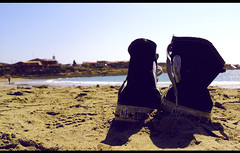 Converse on the beach (Nela_CroRose) Tags: primavera beach shoes playa paisaje converse