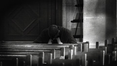Heavy thoughts in a church in France 19/9 2011 (photoola) Tags: blackandwhite bw paris france church monochrome frankreich thoughts francia sv kyrka  frankrike svartvitt francja ranska  photoola