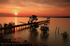 sunset......... (Wan Mohd Yassim) Tags: sunset beach pier jetty slowshutter jeti portdickson pasirpanjang longexposer negerisembilan abigfave negeri9 flickraward wejaseim galaxytab77