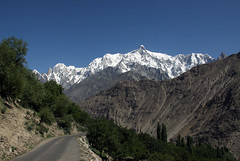 Hopardalen (dese) Tags: road pakistan summer mountains landscape photo asia foto july valley juli hunza sommar ladyfinger dese 2011 july13 hunzapeak desefoto bojohagurduanasir ultarsar bublimotin gilgitbaltistan hoparvalley