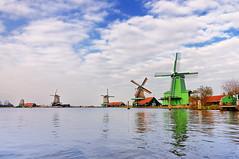 Zaanse Schans' windmills (cadviodi) Tags: holland mill netherlands windmill dutch thenetherlands windmills 11 tokina molino holanda 16 mm mills molinos 1116 1116mm tokina1116