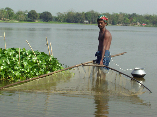Small-scale fisheries, Bangladesh. Photo by Hamil Beel, 2006