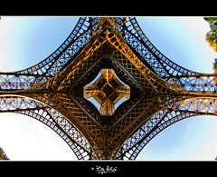 La tour Eiffel d'en dessous (NiCo' ( vip2pak )) Tags: blue orange sun fish paris france eye tourism seine jaune la site nikon tour under picture 8 eiffel unesco sharp fisheye bleu nicolas hour mm nico 8mm dessous tariq heure touristique sous touriste samyang d7000