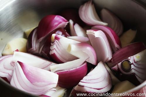 Sopa de cebolla morada con bombones de calabaza. www.cocinandoentreolivos (2)