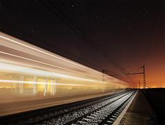 Tren transparente (dnieper) Tags: espaa tren spain nocturna len villamarco alvia apeaderoendesuso