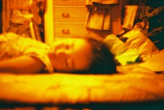 Niece - 姪っ子 (Shoji Kawabata. a.k.a. strange_ojisan) Tags: japan 35mm lens lomo lca wideangle niece 200 saitama 50 reds xr urawa redscale 姪っ子