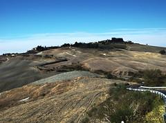lungo la Cassia....  -  along the Cassia.... (Roberto Defilippi) Tags: landscape tuscany toscana valdorcia paesaggio rodeos cretesenesi p7000